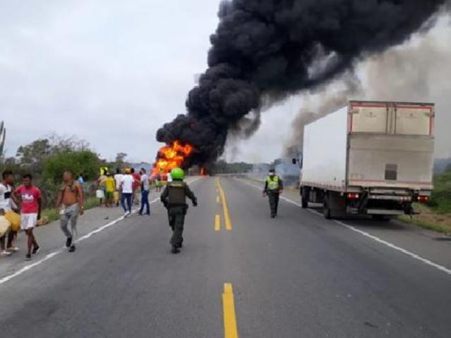 Colombia: siete muertos y más de 40 heridos tras explosión de camión con combustible