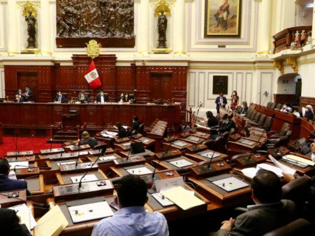 Congresista olvidó apagar su micrófono e insultó al presidente Vizcarra