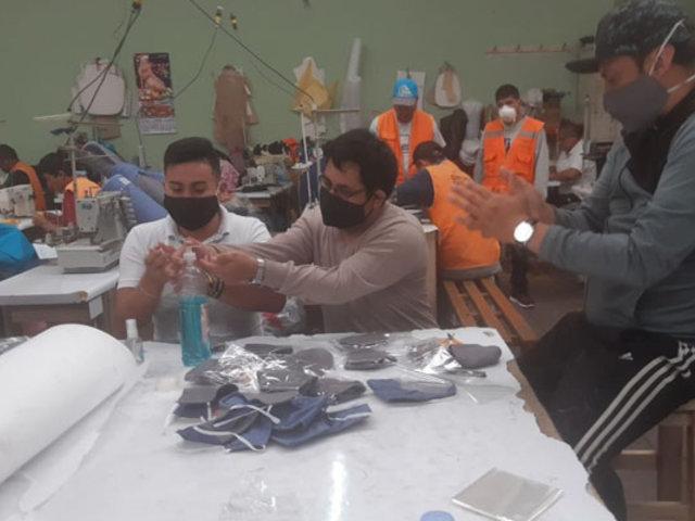 Covid-19: reclusos del penal de Arequipa fabrican prendas de bioseguridad