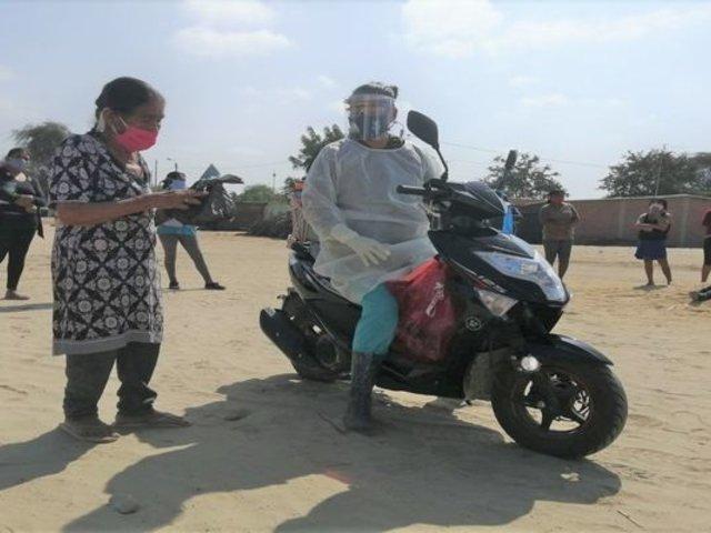 Piura: enfermera recorre en moto caseríos para vacunar a ancianos y personas con discapacidad
