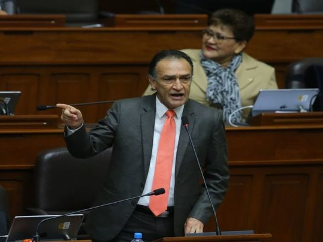 Fiscal de la Nación presentó dos denuncias constitucionales contra Héctor Becerril