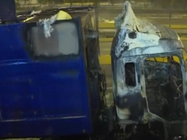 Pánico en la Vía Expresa: se incendia camión recolector de basura