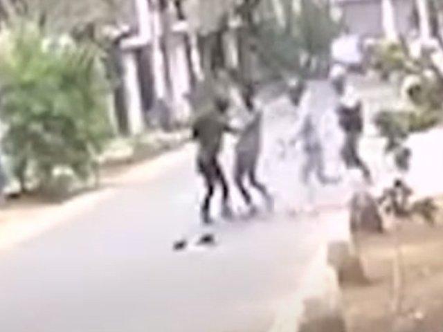 SJL: delincuentes golpean a joven para asaltarlo