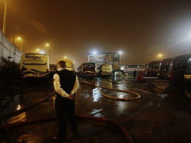 La Victoria: cortocircuito habría desencadenado incendio que alcanzó a 6 buses de Soyuz