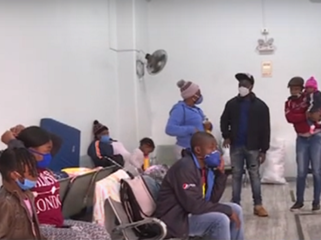 Haitianos siguen varados en un terminal de buses desde que inició el estado de emergencia hace 4 meses