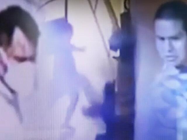Cámara de seguridad registra a dos sujetos golpeando a vigilante en Carapongo
