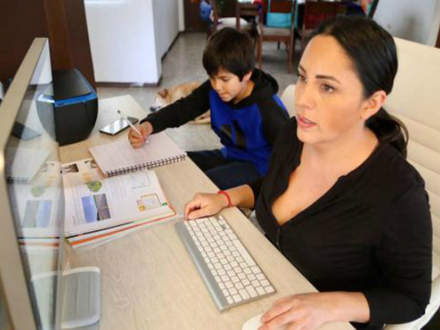 Teletrabajo: 61% de empresas no consideran la sobrecarga del trabajo y los quehaceres del hogar