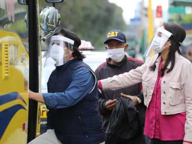 Comenzaron a aplicar multas por incumplir con uso de protector facial en transporte público