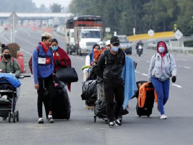 Venezolanos intentan regresar a su país en medio de la pandemia