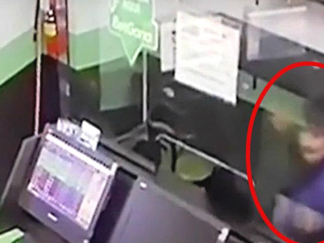 Pasco: sujeto agrede violentamente a trabajadora de una casa de apuestas