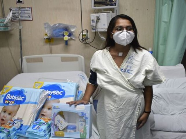 Dan de alta a madre de gemelos que estuvo más de 70 días conectada a ventilador debido al COVID-19