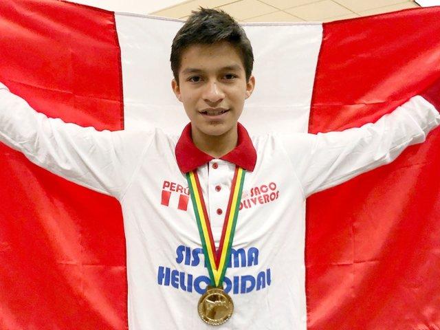 Joven peruano gana medalla de oro en olimpiada mundial de matemática