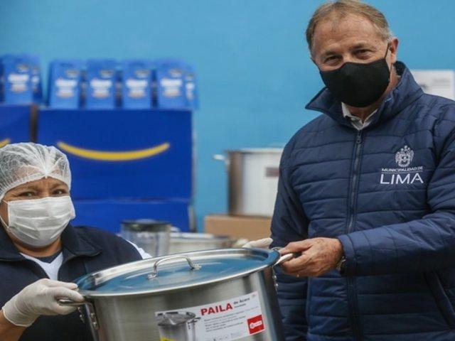 Alcalde de Lima entregó más de 600 utensilios de cocina a 47 comedores populares