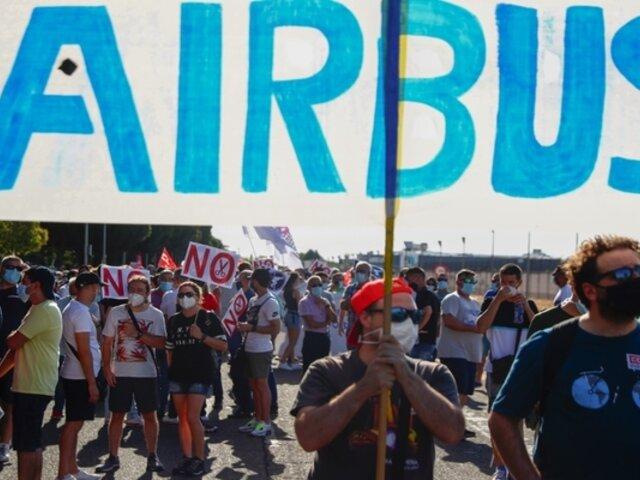 España: alrededor de 2 mil trabajadores de Airbus protestaron por despidos masivos