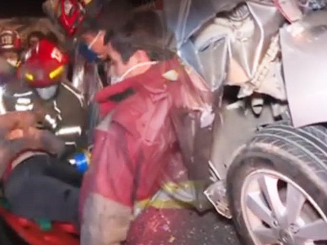 San Borja: conductora queda atrapada entre un tráiler y camión tras chocar
