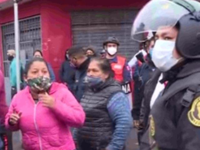 Ambulantes protestan tras ser retirados de exteriores del Mercado Central del Callao