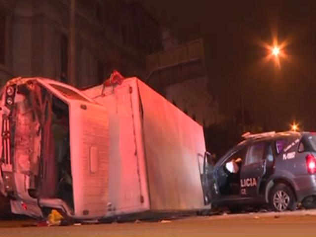 Cercado de Lima: choque entre patrullero y furgoneta deja al menos 8 heridos