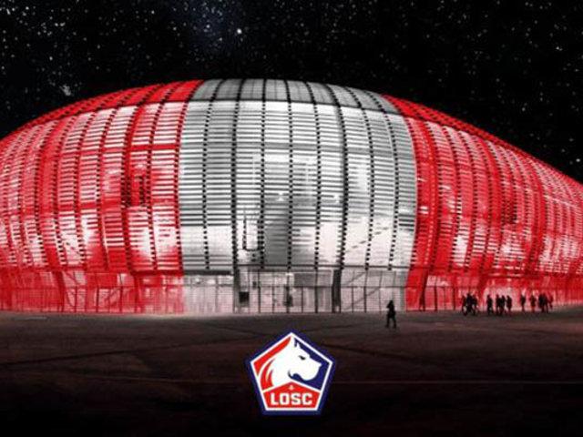 Fiestas Patrias: estadio de fútbol francés de rojo y blanco en homenaje al Perú