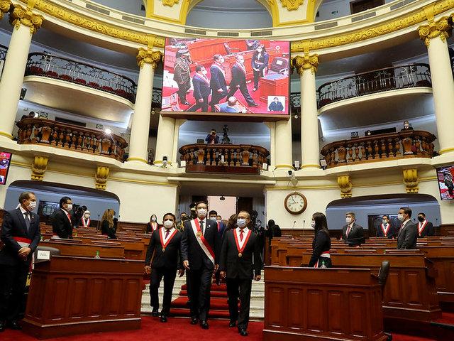 Así fue el recorrido del presidente Martín Vizcarra hacia el Congreso de la República
