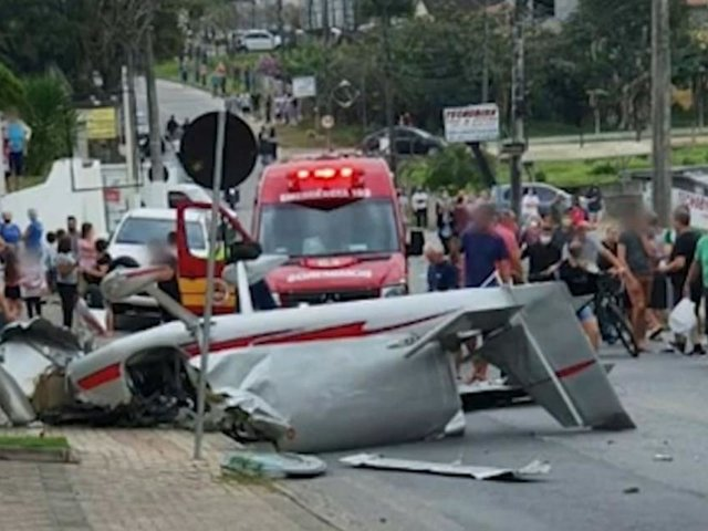 Brasil: avioneta se estrella en una calle transitada