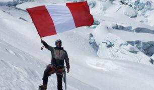 Nevado Huascarán: montañista escaló más de 6 mil metros de altitud para colocar la bicolor