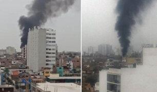 VIDEO: voraz incendio en taller mecánico alarmó a vecinos de Breña