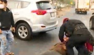 SJL: aparatoso accidente dejó a motociclista herido en Canto Grande
