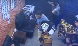 Los Olivos: delincuentes asaltaron barbería y se llevaron 10 mil soles