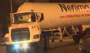 VES: cisterna de gas impactó contra un vehículo