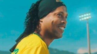 Ronaldinho es acusado de organizar fiestas con modelos en su prisión domiciliaria
