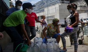 Venezuela: ciudadanos buscan agua en obras paralizadas en plena pandemia