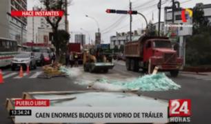 Pueblo Libre: grandes bloques de vidrio cayeron a pista