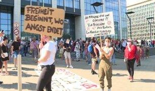 Bélgica: decenas de personas protestaron contra uso de mascarillas