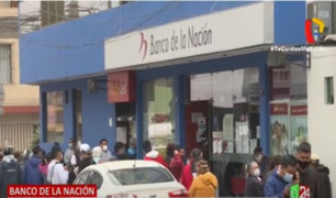 Largas colas se registraron en agencias de Banco de la Nación para cobrar Bono Familiar Universal