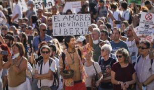 España:  investigarán a manifestantes que marcharon sin mascarillas