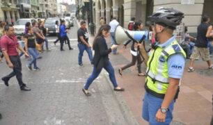 Ecuador: Utilizan megáfonos para controlar el distanciamiento social en Guayaquil