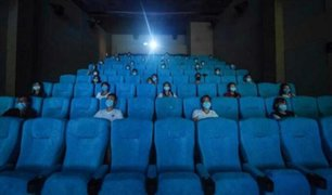 Brasil autoriza reapertura de cines y eventos pese a alta mortalidad a causa del COVID-19