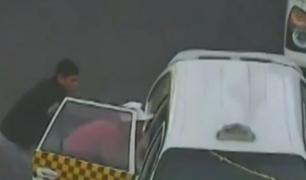 Barrios Altos: delincuentes roban celulares y billeteras a pasajeros de taxi