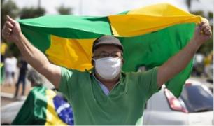 Brasil disminuyó la tasa de transmisión, por primera vez desde abril