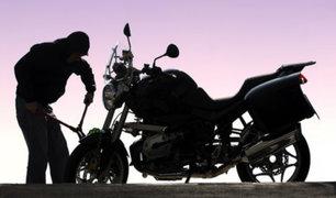 Roban motocicleta a policía a plena luz del día en Los Olivos