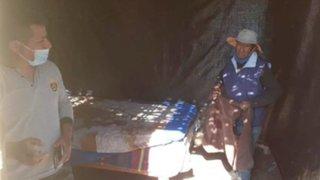 Arequipa: Policías construyeron cuarto de esteras para anciano