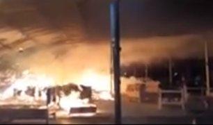 Ate: incendio se registró en una mueblería de Santa Clara