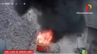 SJM: Vecinos hartos de robos incendian mototaxi de delincuentes