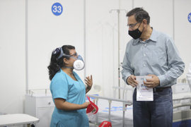 Martín Vizcarra agradece labor de enfermeros al conmemorarse su día