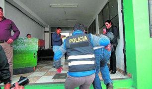Huancayo: intervienen a policía que bebía alcohol  en plena  cuarentena