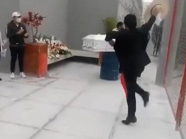 VIDEO: joven dio último adiós a su madre bailando marinera   en el cementerio