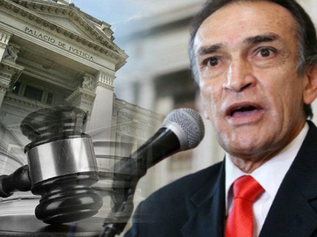Héctor Becerril: dictan 36 meses de impedimento de salida del país