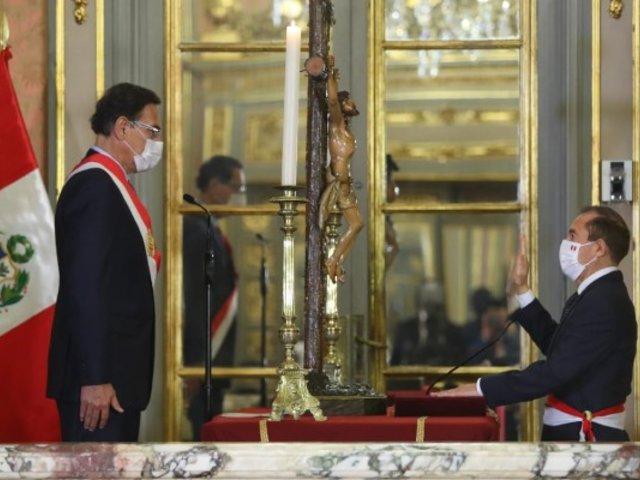 Walter Martos juró como nuevo titular de la PCM