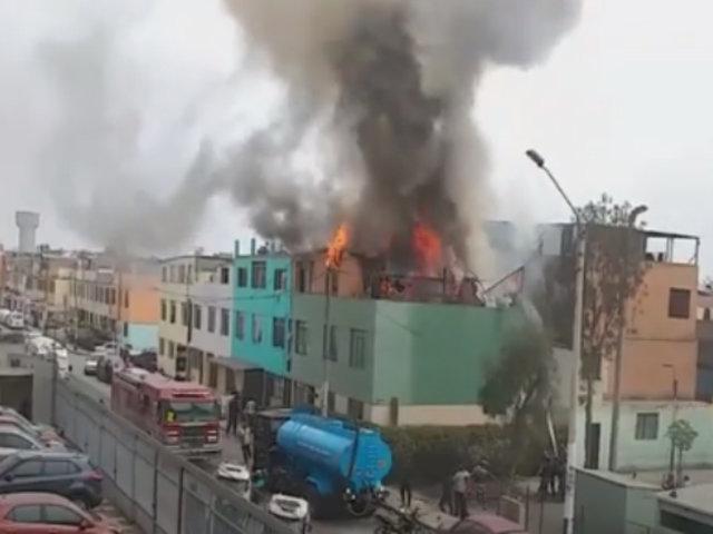 Controlan incendio de medianas proporciones en una vivienda del Rímac