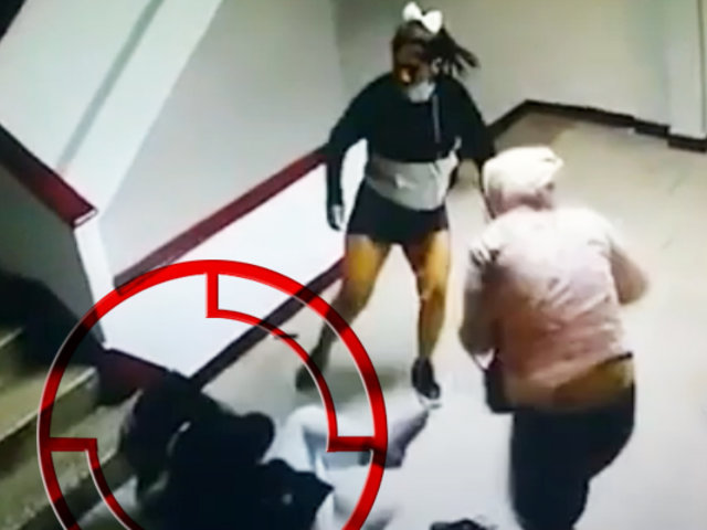 Mujeres se agarran a golpes en un edificio de la avenida Tacna